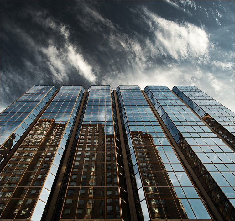 Reflecting_building_633_dark-sky_01