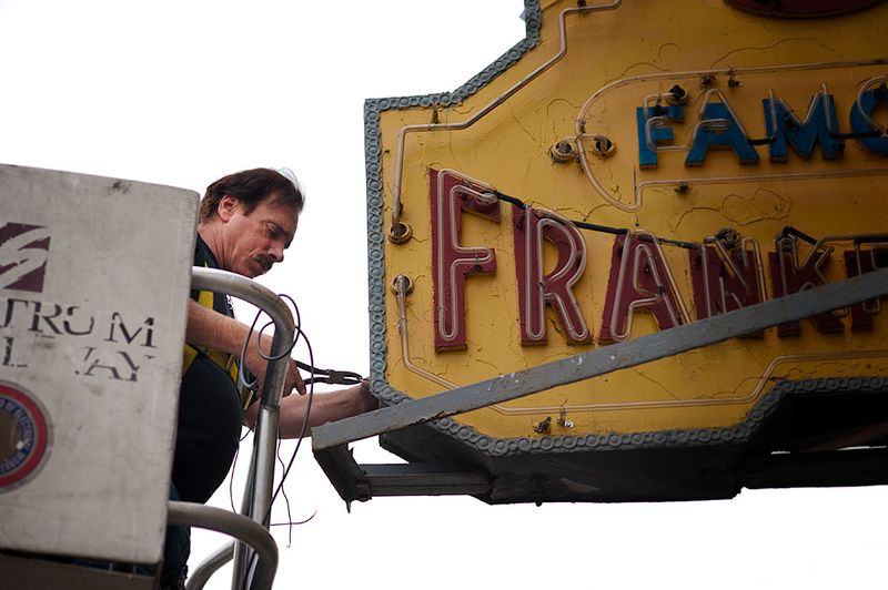 Fixing-the-nathan's-sign-1